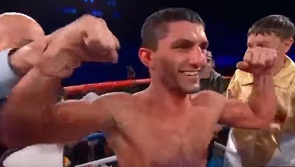 Украинский боксер Артем Далакян завоевал титул чемпиона мира по версии WBA