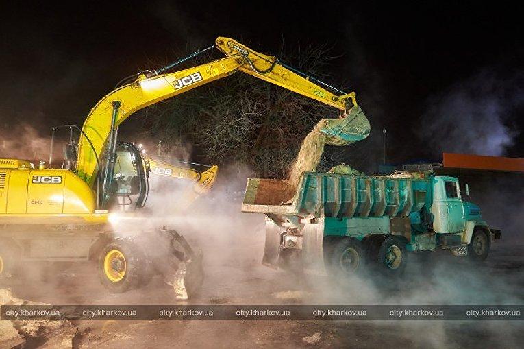 Ликвидация последствий коммунальной аварии в Харькове