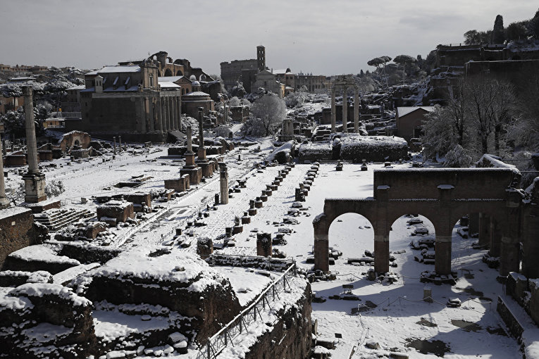 Рим засыпало снегом