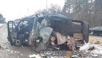 В Киеве иностранец на фуре разбил припаркованную машину, есть погибший и раненые