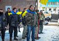 В Одессе активисты облили красной краской и закидали файерами консульство РФ