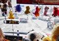 В Киеве водитель маршрутки обложился плюшевыми игрушками в салоне