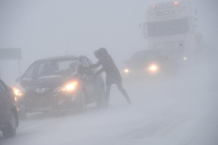 Швецию накрыли снегопады