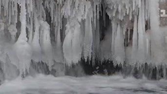 В Тернопольской области лед сковал почти весь Джуринский водопад