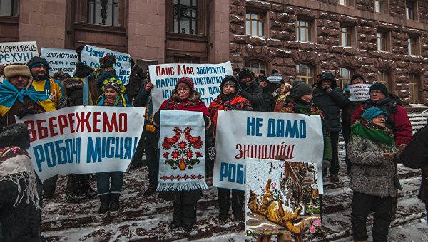 Мэрию Киева пикетировали противники сноса МАФов на Андреевском спуске