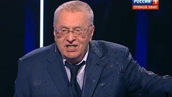 Собчак во время дебатов облила водой Жириновского
