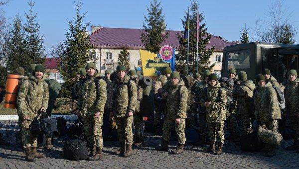 Прибывшие курсанты Госпогранслужбы для охраны границы Украины и Румынией