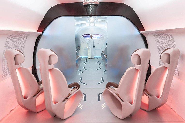 Макет пассажирской капсулы вакуумного поезда Hyperloop