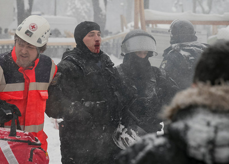 Пострадавшие во время штурма палаточного городка под Радой