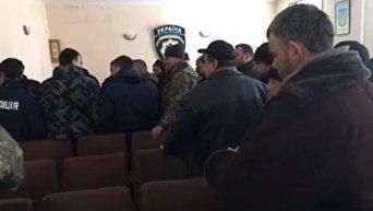 Семенченко показал задержанных в райотделении полиции