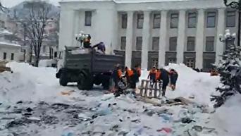 Как проходит демонтаж палаточного городка у Рады. Видео
