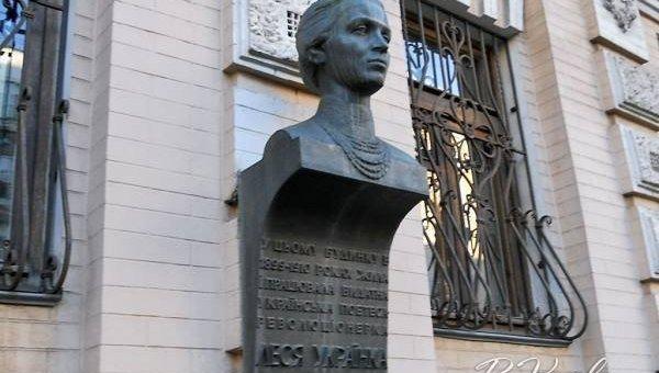 Бюст Леси Украинки