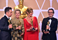 Актеры Сэм Рокуэлл, Фрэнсис МакДорманд, Эллисон Джанни и Гэри Олдман позируют со статуэтками Оскар во время 90-й ежегодной премии Американской Киноакадемии