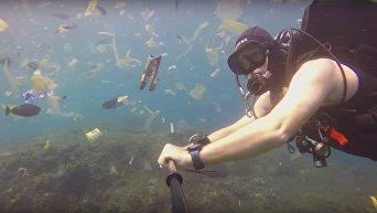 Британский дайвер снял море мусора на Бали