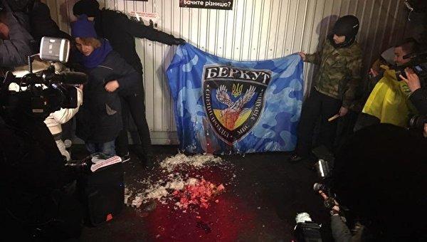 Акция протеста возле бывший базу Беркута в Киеве