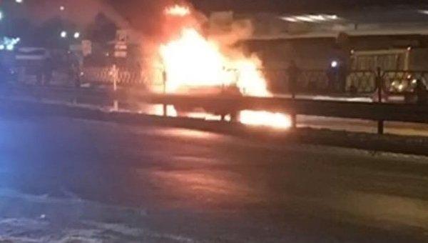 Возле ст М Лесная в Киеве сгорела иномарка