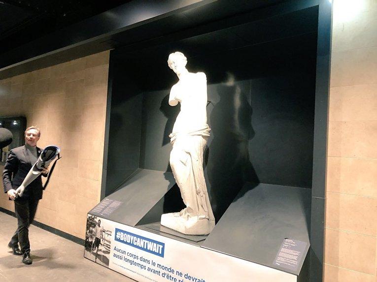 Во Франции Афродите и другим скульптурам надели 3D-протезы