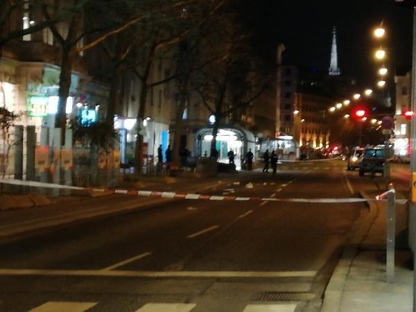 Кровавая резня в Вене. Полиция и медики на месте происшествия
