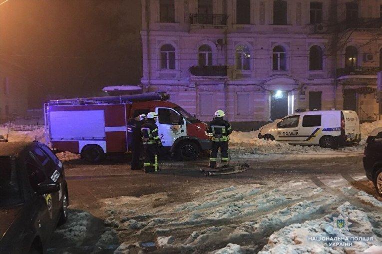 Полиция и пожарные Киева на месте происшествия: в столице обстреляли из гранатомета ресторан Лео