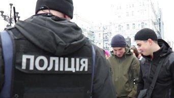Кадры нападений на ЛГБТ активистов на женском марше в Киеве. Видео