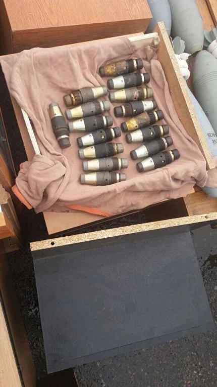 Оружие и боеприпасы, изъятые на КПВВ Майорск в Донецкой области