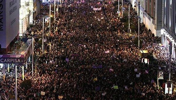 Более 5 миллионов рабочих в Испании приняли участие в первой общенациональной феминистской забастовке