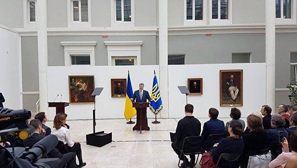 Порошенко желает 10-летнюю программу для укрепления статуса украинского языка