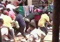 В Индии леопард заблудился в городе и начал нападать на людей. Видео