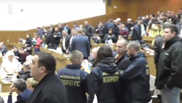 В Тернополе облсовет проголосовал за отставку Порошенко и всех силовиков
