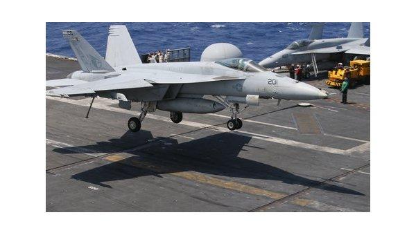 Истребитель F/A-18 ВМС США