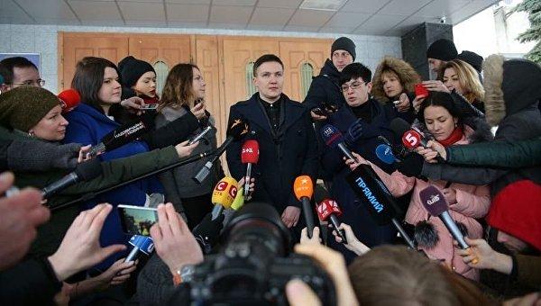 Пресс-конференция Надежды Савченко под зданием СБУ