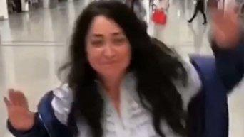 Лолита станцевала в аэропорту под песню Киркорова