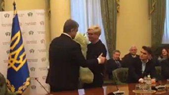 Порошенко поздравил Гонтареву с увольнением