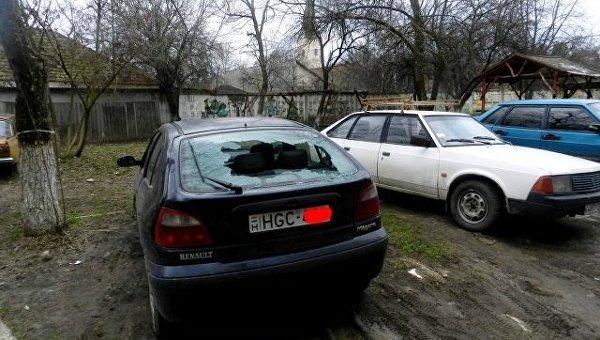 В Закарпатье неизвестные разбили 9 машин с венгерскими номерами