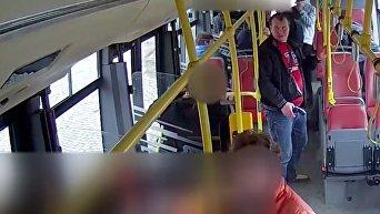 Гражданин Украины с пистолетом в руке в пражском автобусе