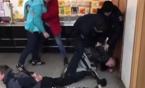 Полиция Киева задержала четырех подростков, устроивших погром в супермаркете