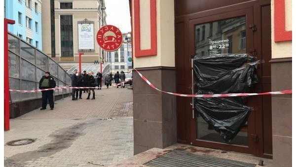 На месте самоубийства в кафе Пузатая хата в Киеве