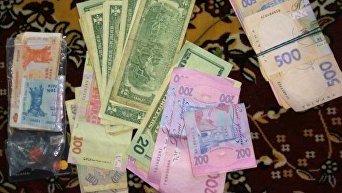 Деньги, изъятые у винницких полицейских, которых подозревают в торговле людьми и крышевании проституции