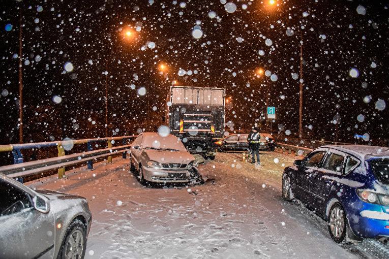 Авария в Киеве в ночь на 17 марта
