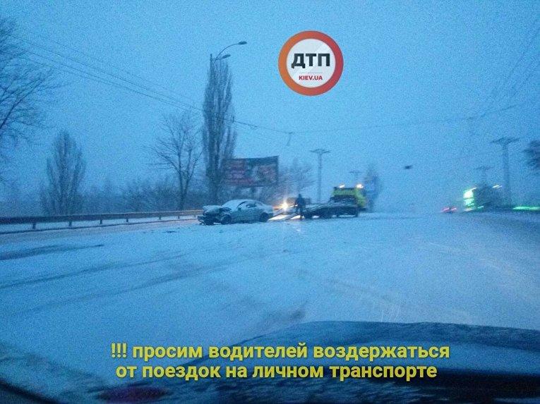 Авария в Киеве во время снегопада