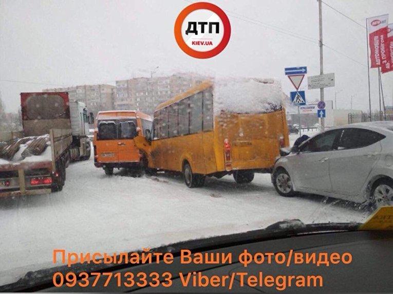 Столкновение маршрутных автобусов в Вишневом (Киевская область)