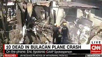 На Филиппинах самолет упал на жилой дом, десять погибших