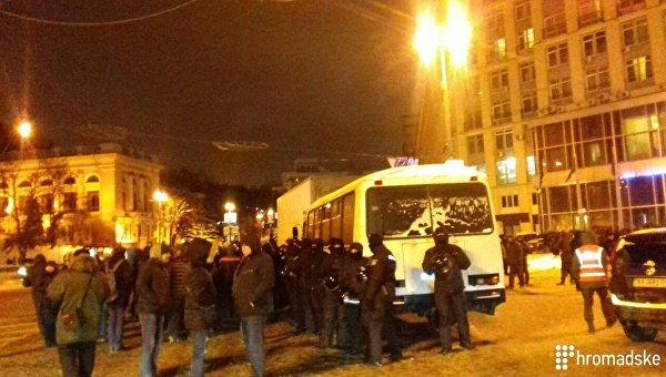 На Европейской площади полиция заблокировала автомобиль Руха новых сил