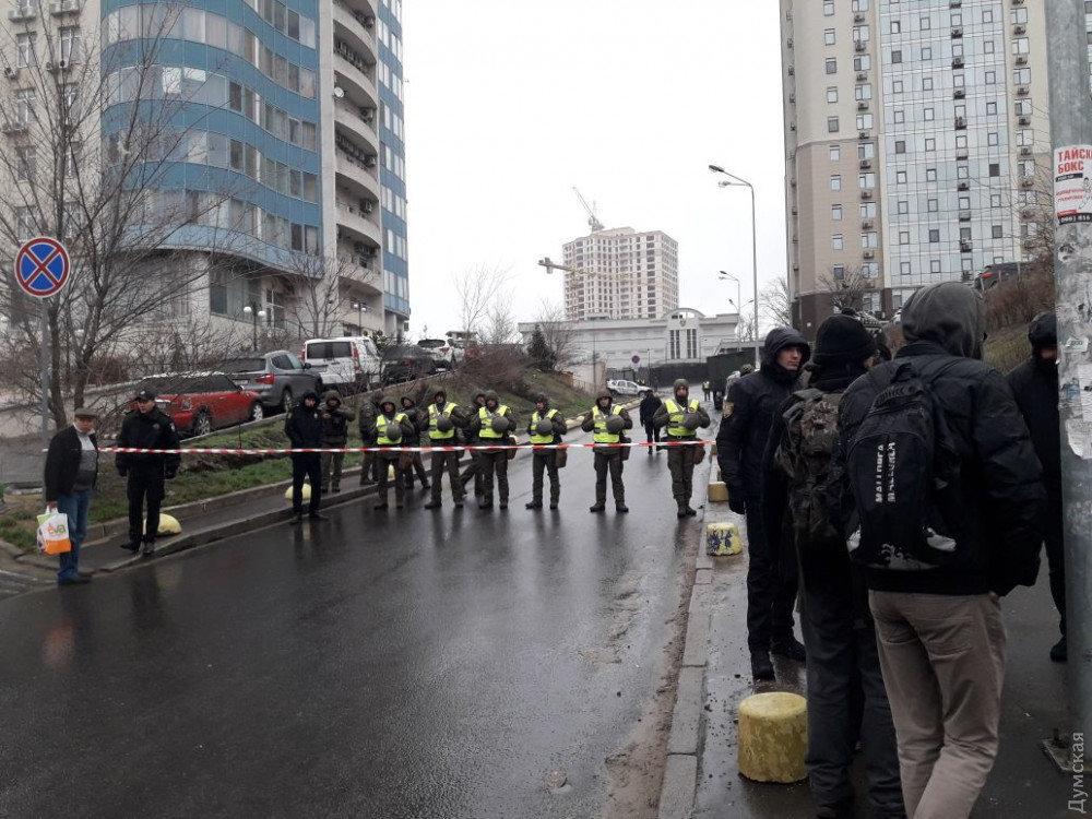 Милиция проверяет сообщение обомбе рядом спосольствомРФ вОдессе