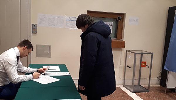 Голосование сотрудников посольства России в Киеве