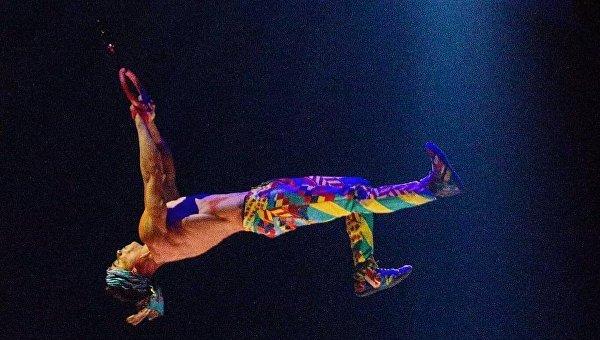 Акробат Cirque du Soleil Янн Арно