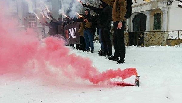 С14 устроили новую провокацию возле Десятинного монастыря в Киеве