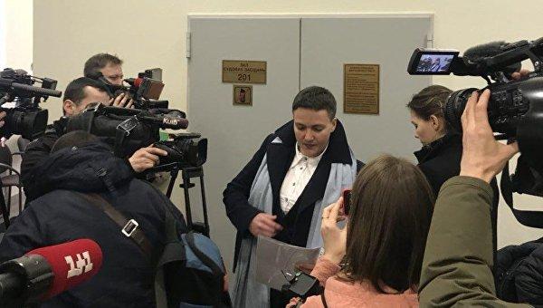 Надежда Савченко в суде по делу Владимира Рубана