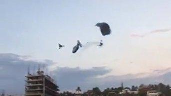 Смертельное столкновение парашютистов в Мексике. Видео