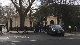 Появилось видео, как российские дипломаты покидают Лондон. Видео
